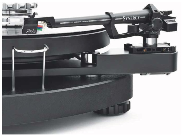 ABOVE: The partnering Synergy tonearm is a sleek version of SME's Series IV. It features the same one-piece die-cast magnesium tube, with improved internal damping and Crystal Cable wiring